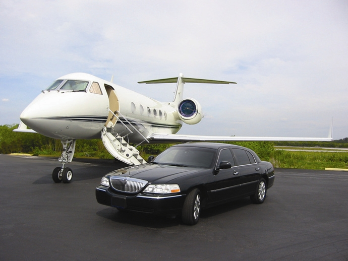Lincoln town car in Black color