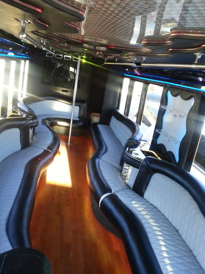Luxury 32 Seats in Party Bus 32 Pax