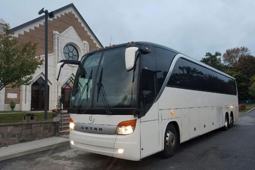 US Bargain Limo 52 sitted in 52 Pax party bus