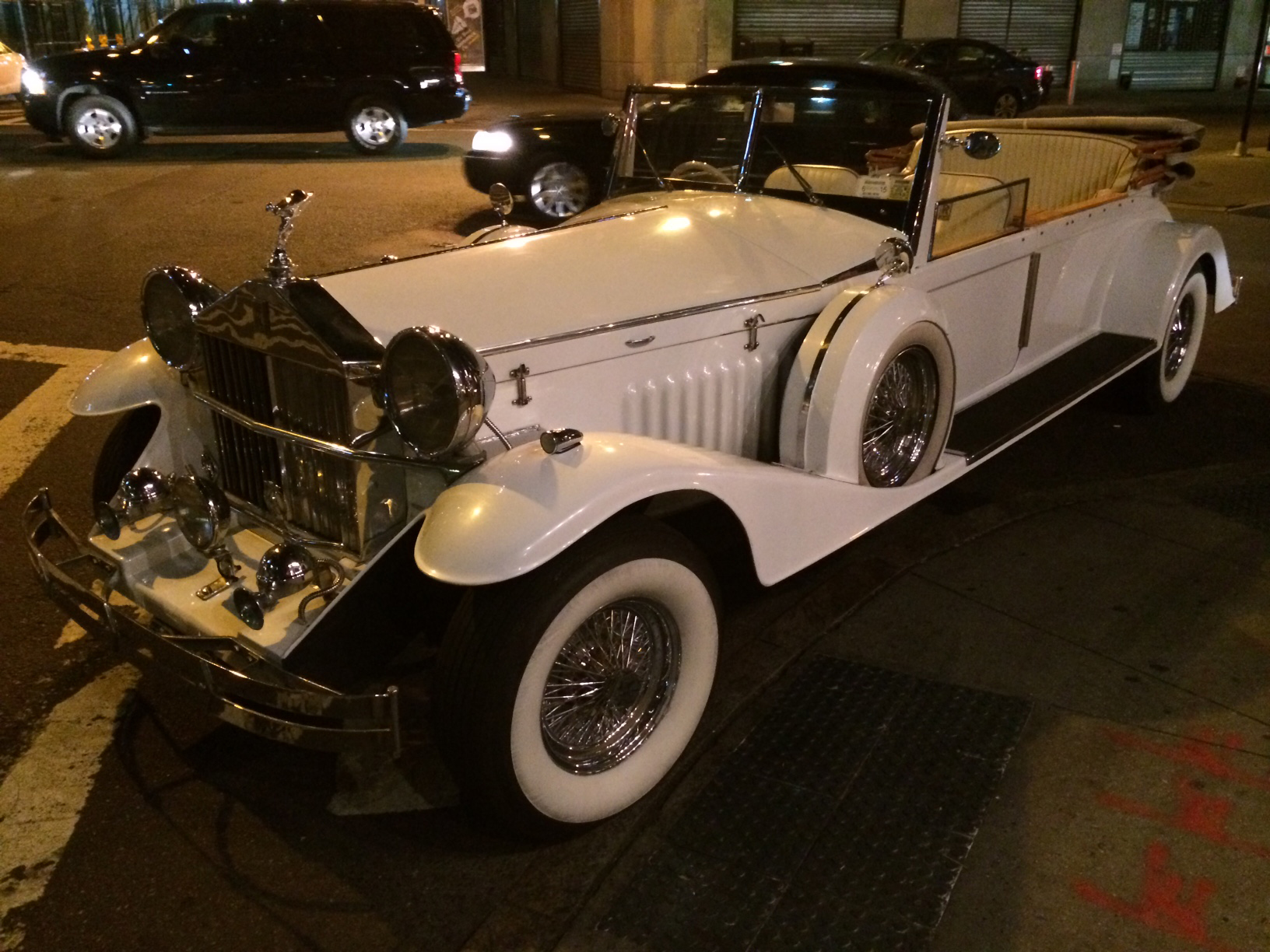 US Bargain Limo super-luxurious New Rolls-Royce convertible Dawn